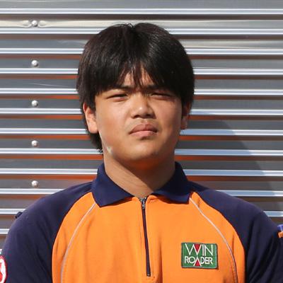 髙野峻伎 小さな頃から車が好きで、車関係の仕事に就きたかった。